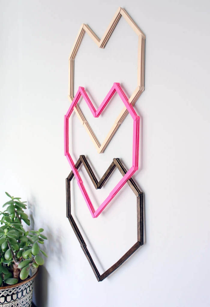 excelentes ideas de decoracion pared habitacion, tres corazones para decorar la pared
