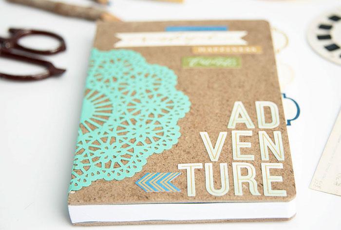 ideas de regalos para viajeros, cuaderno de viaje DIY con una tapa de corcho, regalos simbolicos para tu mejor amiga