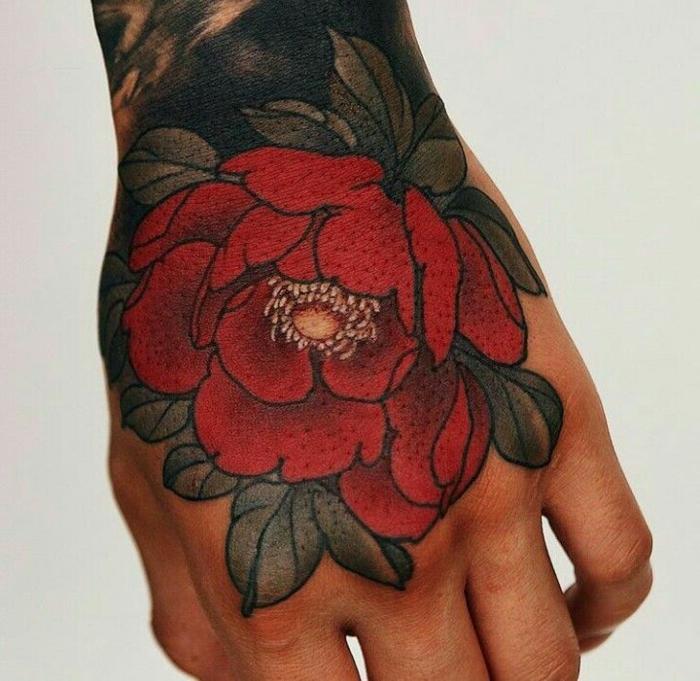 las mejores propeustas de tattoos en la manos, tatuajes tumblr hombre, rosa old school tatuada en la mano