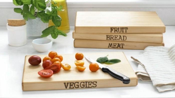 tableros de madera para cortar las frutas y verduras, ideas de regalos creativos para tus amigos