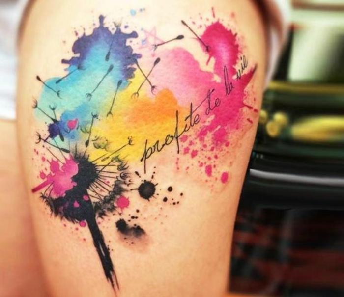 originales ideas de tatuajes en colores, tatuajes tumblr con manchas de colores, tatuaje diente de león