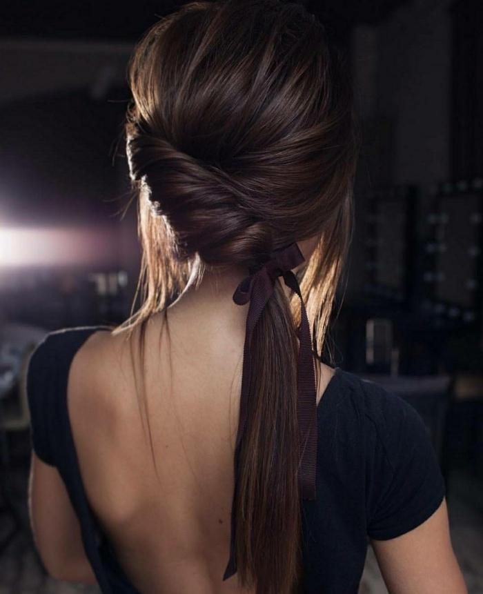 preciosa coleta lateral con trenzado, peinados faciles pelo largo paso a paso, bonitas imagines de peinados