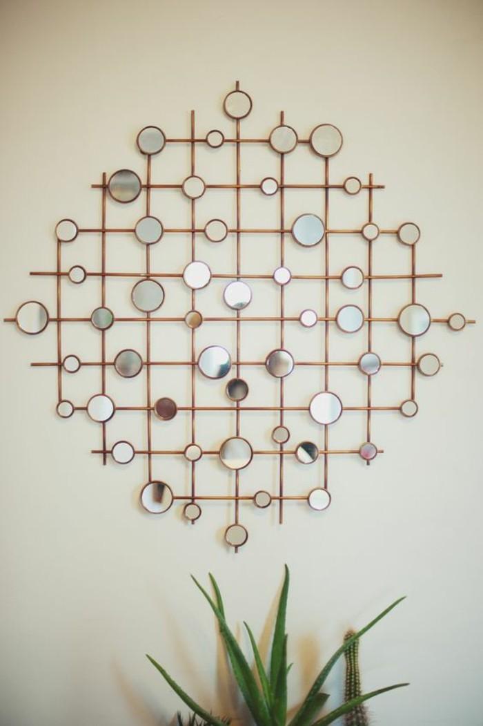 mini espejos en forma oval, propuestas super originales de paredes decoradas con fotos y espejos
