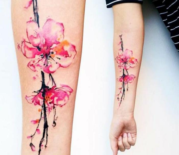 tatuaje antebrazo original, tatuajes tumblr bonitos con flores, tatuajes con motivos florales