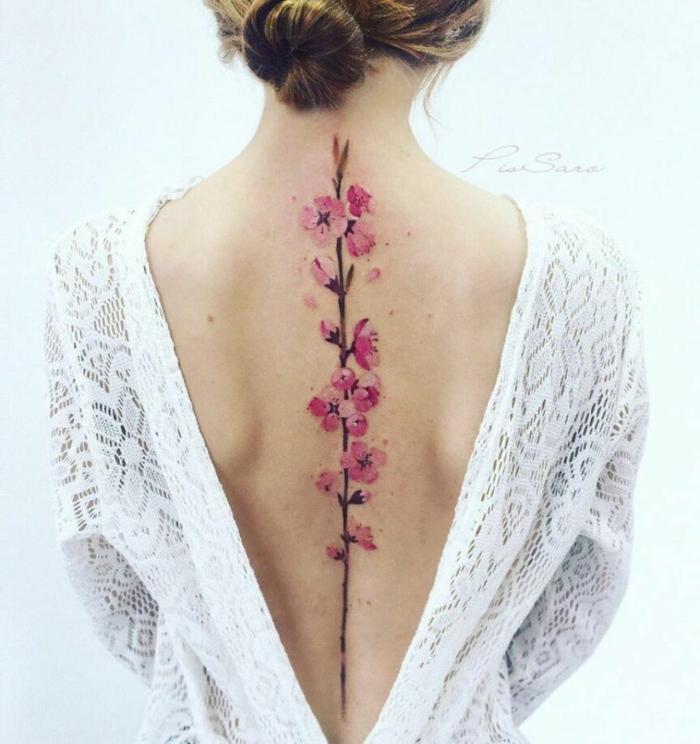 diseños de tatuajes japoneses, adorables diseños de tattoo acuarela, tatuaje flor de cereza