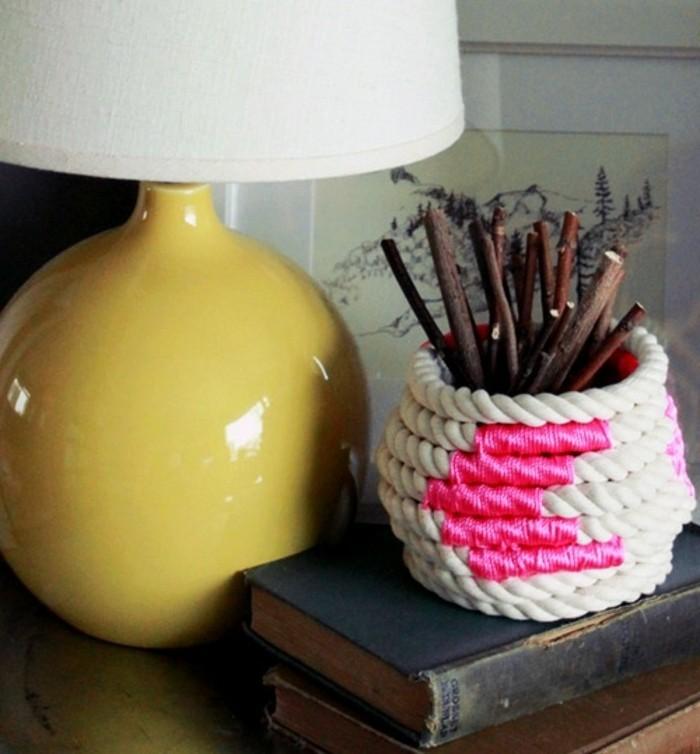 detalles decorativos hechos a mano, jarron decorativo decorado con macrame, ideas de manualidades para regalar