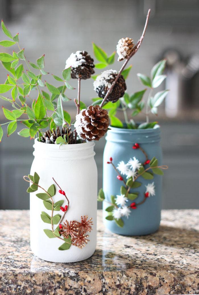 ideas de manualidades para regalar, floreros pintados en colores acabado mate, regalos de otoño y invierno bonitos