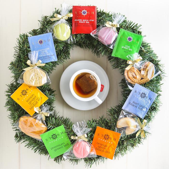 bonita corona navideña para tu casa, corona con bolsas de té, regalos para navidad para un amigo invisible amante del te