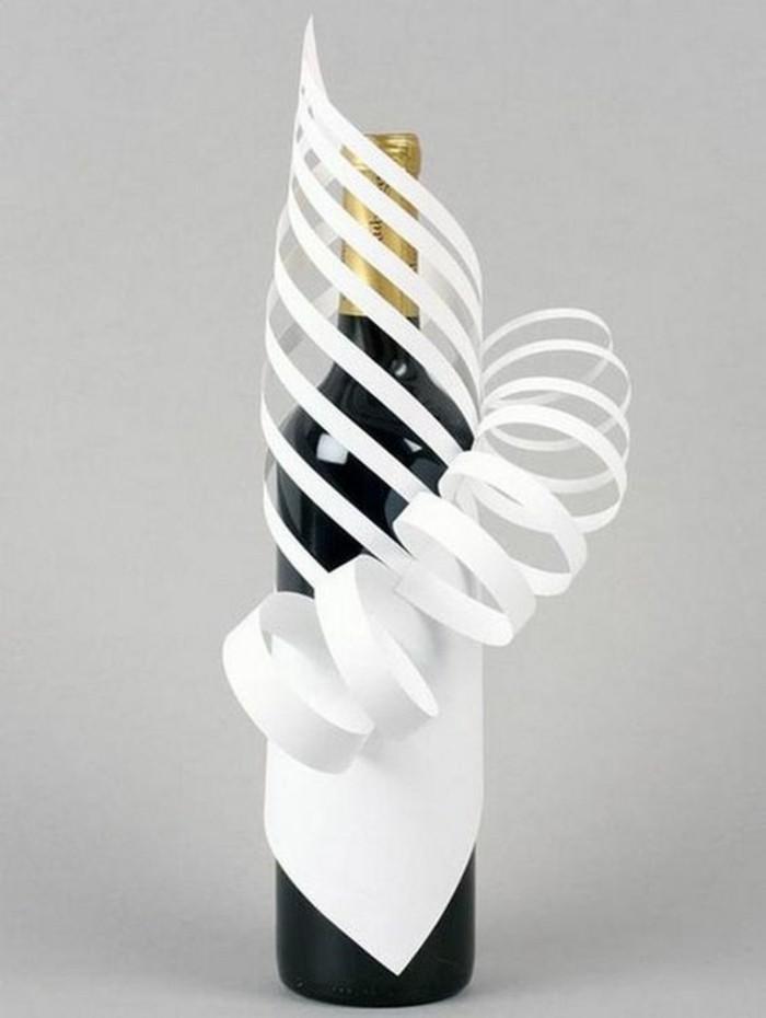 propuestas de regalos para aniversarios, botella decorada de manera preciosa con papel
