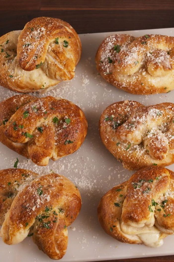 pan casero con especias, aperitivos vegetarianos, propuestas de entrantes en bonitas fotos