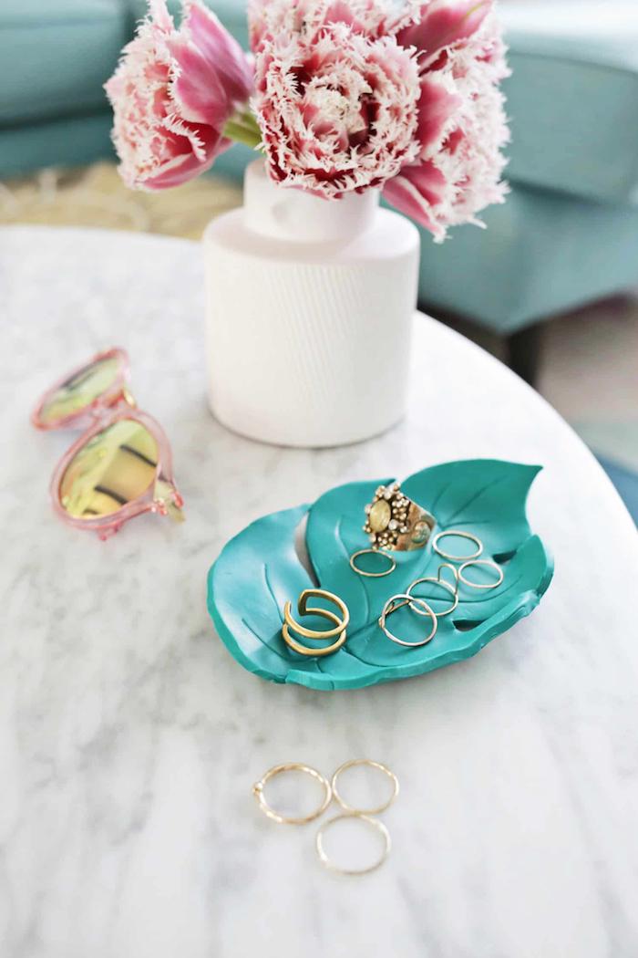posajoyas bonito en forma de hoja color verde, regalos personalizados bonitos, ideas de regalos DIY originales y fáciles de hacer