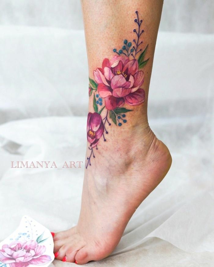 tattoo acuarela en la pierna, diseños preciosos con flores, cuáles son los mejores diseños de tatuajes