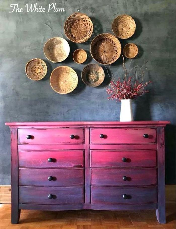 como restaurar muebles de madera de manera original paso a paso, armario decorado en rosado y lila