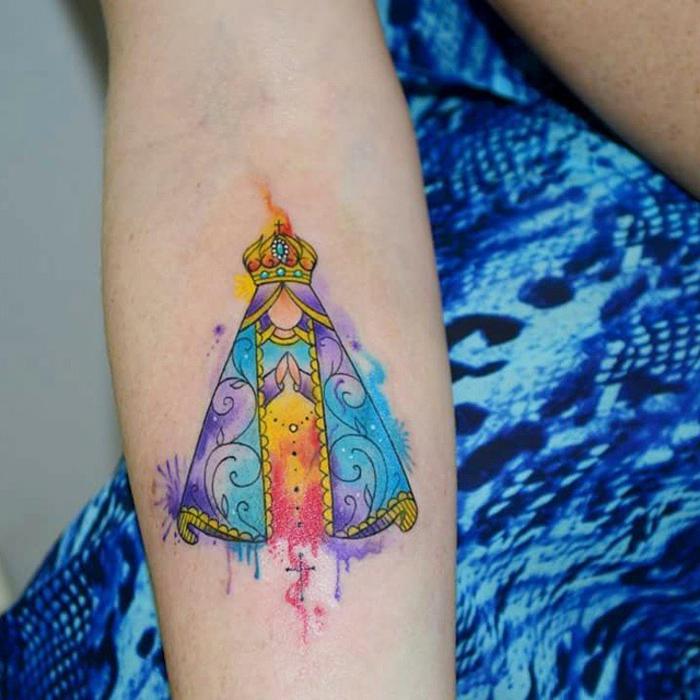 tatuajes para mujeres coloridos en el antebrazo, los mejores diseños de tattoos acuarelos