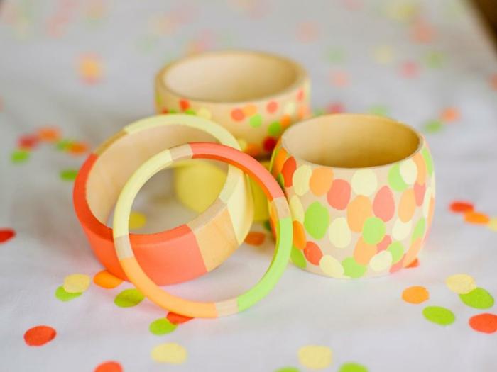pulseras coloridas de madera en colores vibrantes, regalos originales hechos a mano para tu madre o novia