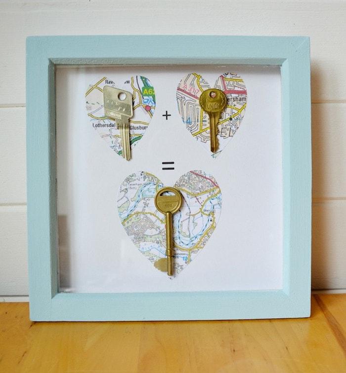 las mejores ideas de regalos DIY especiales para tus familiares, cuadro decorativo simbólico con llaves, ideas para sorprender a tu pareja