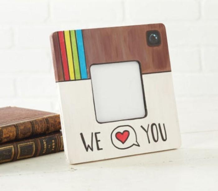 marco de foto DIY inspirado en Instagram, originales propuestas de manualidades faciles para regalar, detalles para regalar hechos a mano