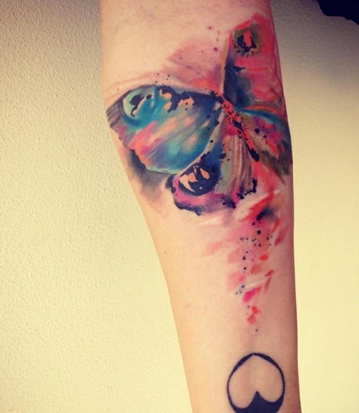 preciosos diseños de tatuajes en colores, ejemplos de tatuajes de mariposas en colores