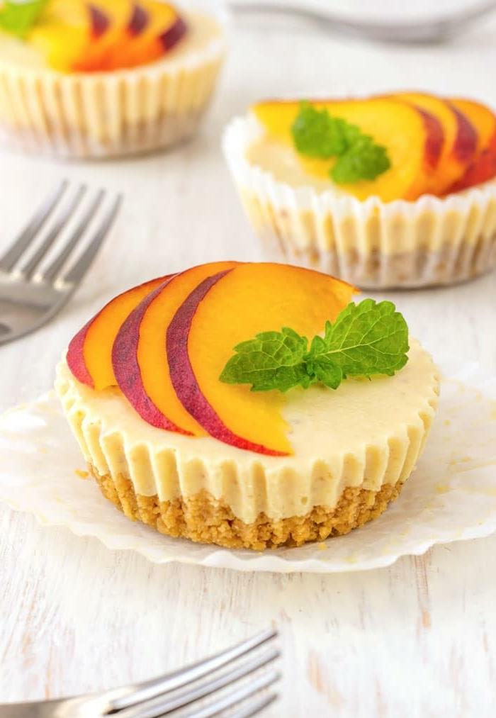 tartas faciles y rapidas sin horno, postres fríos con frutas, ricas propuestas de postres para el verano
