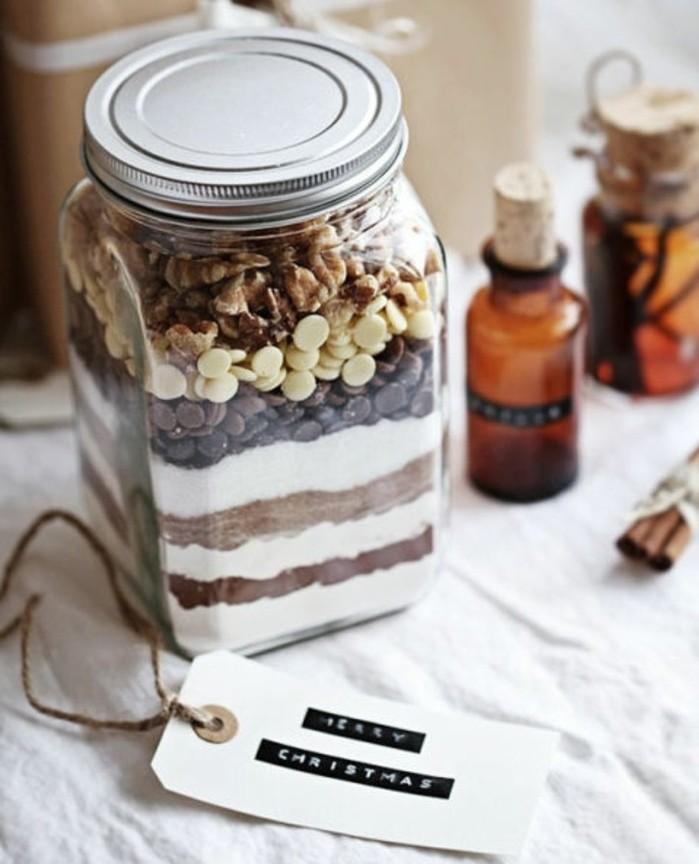 frasco decorativo lleno de dulces, regalos de Navidad hechos a mano, ideas de regalos especiales DIY para sorprender a alguien