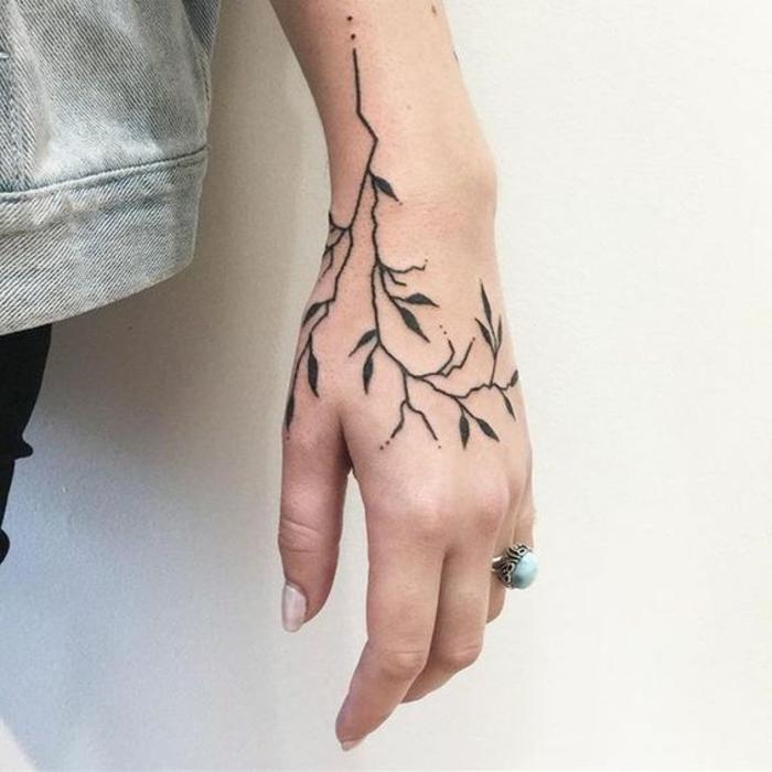 preciosos diseños de tatuajes en la mano, tatuaje motivos florales en la mano, tatuajes tumblr