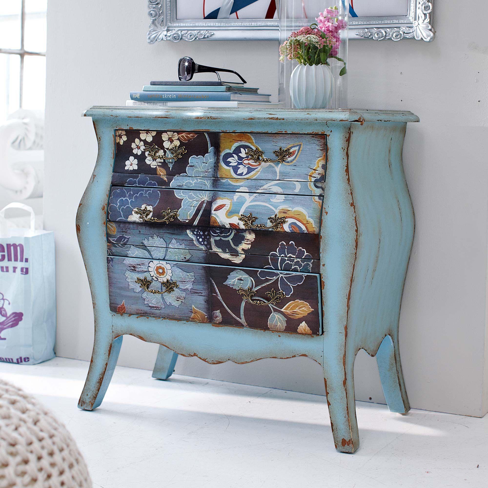 muebles antiguos pintados, precioso armario pintado en color azul con efecto desgastado y bonitos dibujos de flores y elementos florales, decoracion en estilo vintage