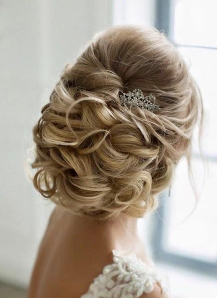 adorables propuestas de moños para bodas, peinados faciles media melena y pelo largo en fotos