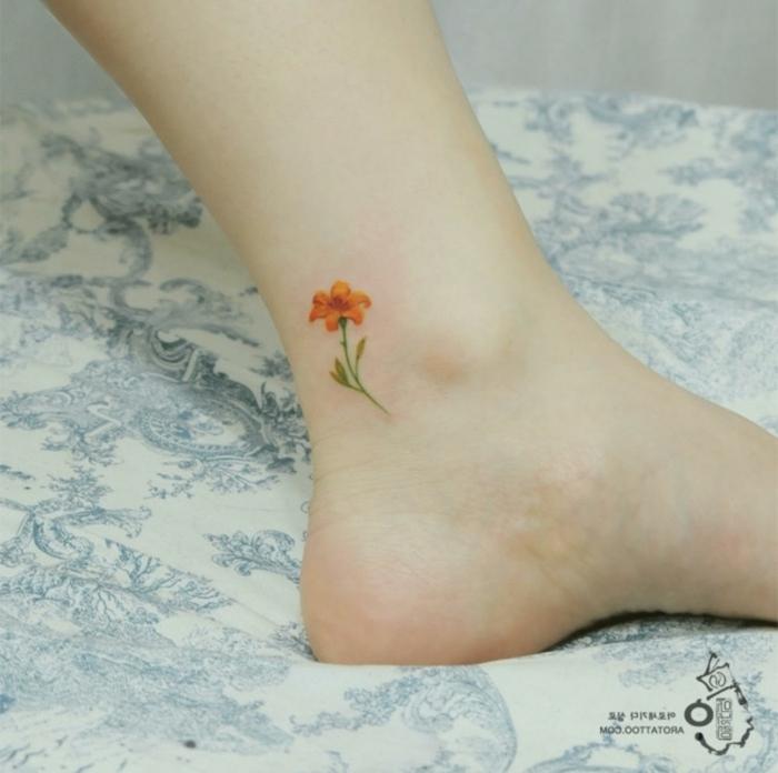 tatuajes bonitos de acuarela, tattoos minimalistas con flores, diseños de tatuajes en colores