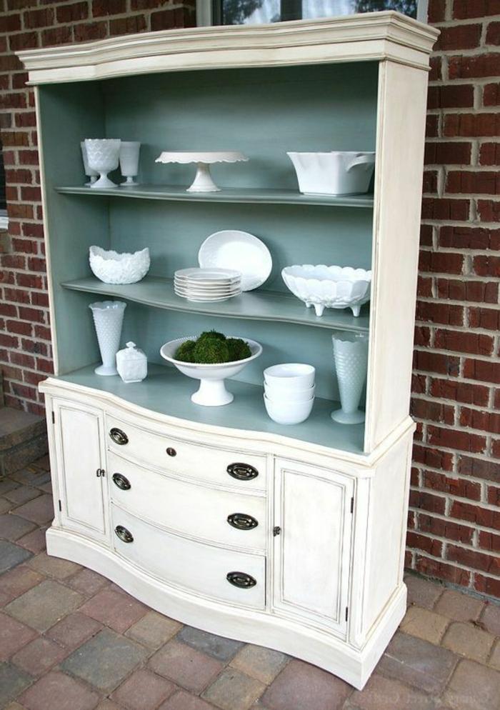 grande armario pintado en blanco en estilo vintage, como pintar un mueble de melamina