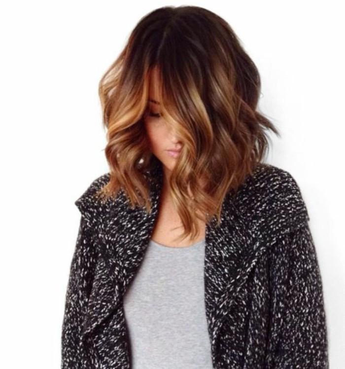 corte de pelo long bob con mechas claras, mechas balayage morenas, bonitas ideas de reflejos en el cabello