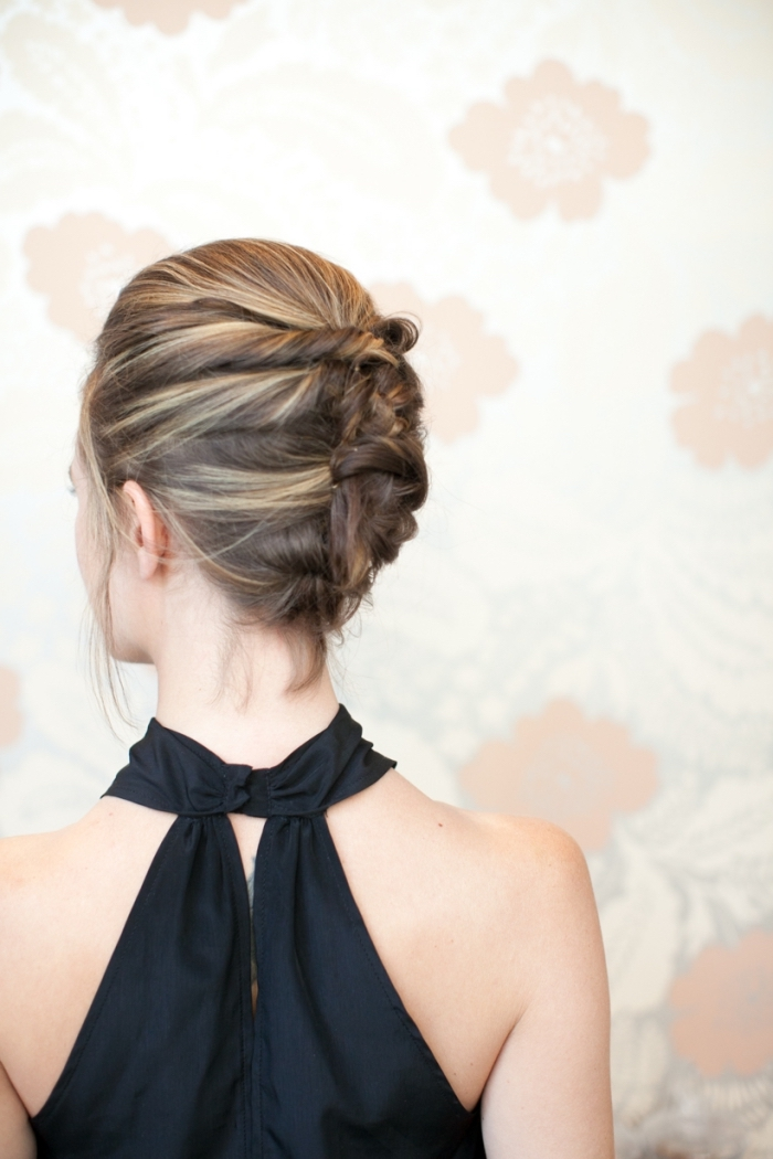 peinados con trenzas faciles, recogido sencillo con trenzas, ideas de peinados pelo corto