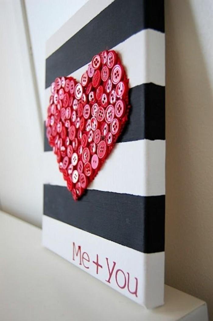 cuadros decorativos DIY hechos con materiales reciclados, corazón hecho de botones