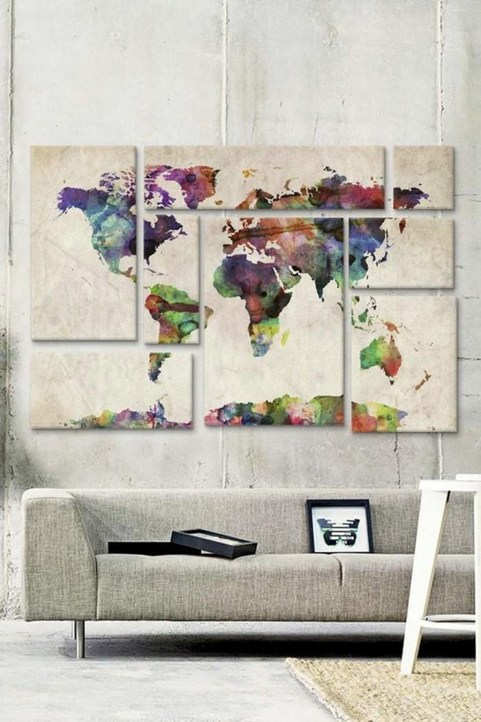 bonitos paneles decorativos en el salón, mapa del mundo en la pared, salón decorado con mucho encanto