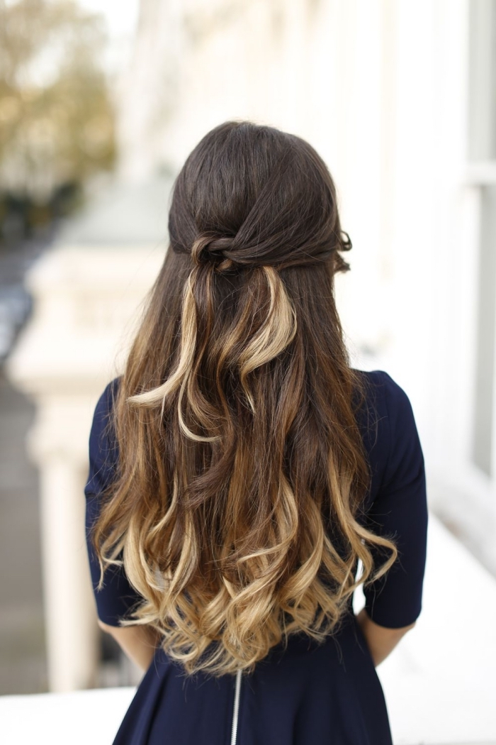 adorables ideas de peinados de novia para cabello largo, semirecogido cabello ondulado