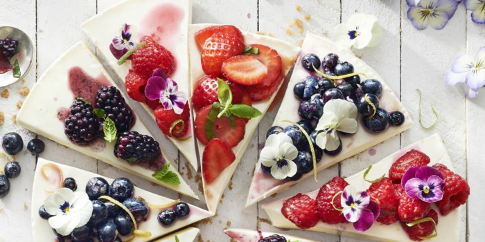 bonitas ideas de tartas con frutas, postres faciles de hacer en casa frios, fotos de postres fríos