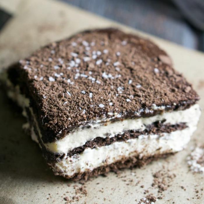 tarta con crema mascarpone y cocoa, postres faciles de hacer en casa frios, las mejores recetas de tartas sin horno