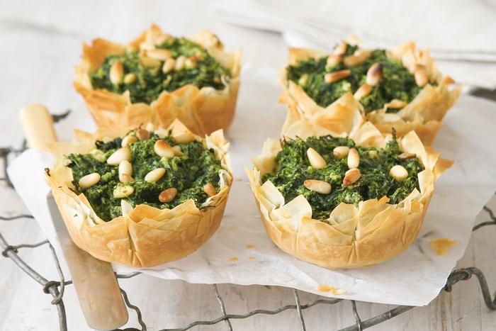 como hacer tortitas saladas con espinacas y quesos, canapes vegetarianos para preparar en casa