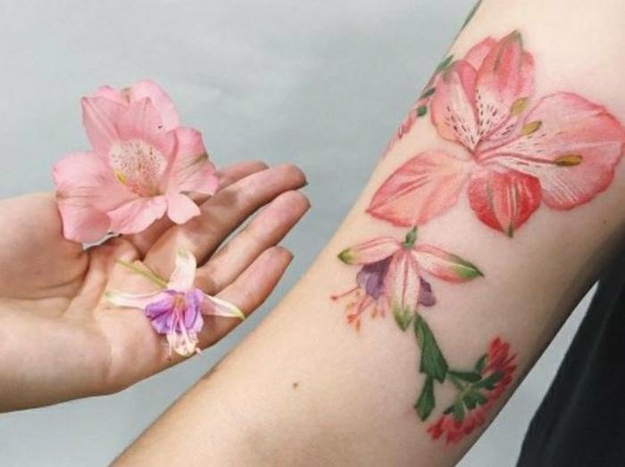 tatuajes bonitos con flores, diseños de tatuajes coloridos, tatuajes bonitos en colores pastel