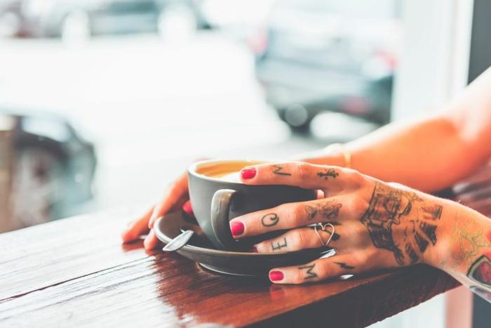 las mejores propuestas de tattoos en la mano, tatuajes en las manos y los dedos, tatuaje palmera