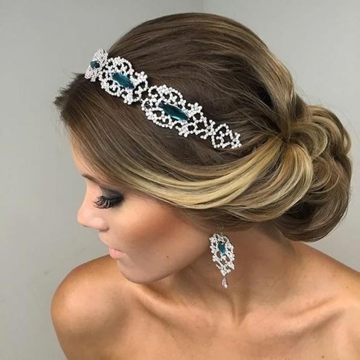 peinado elegante y bonito con hermosa tiara, ideas de peinados faciles y rapidos para fiestas