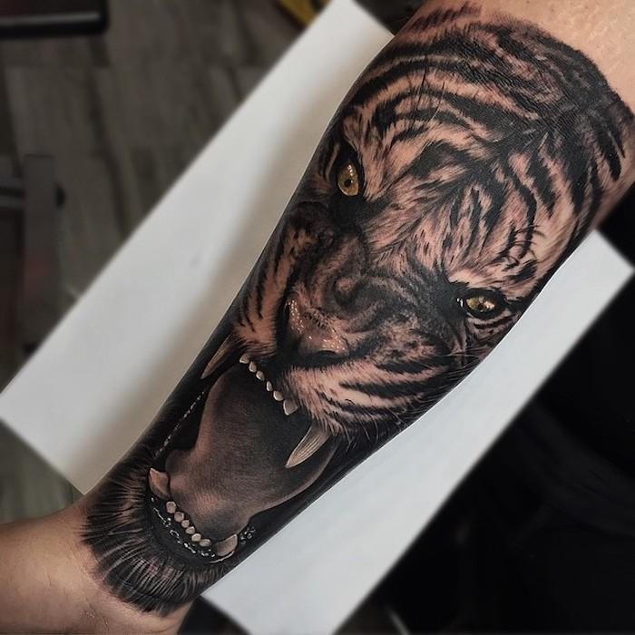 tatuaje antebrazo en estilo realista, tatuajes de animales con significado, diseños de tatuajes realistas, bonitas ideas de tattoos