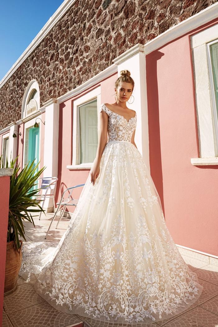 magníficos diseños de vestido de novia princesa, vestido corte princesa con cintura alta y parte superior de encaje