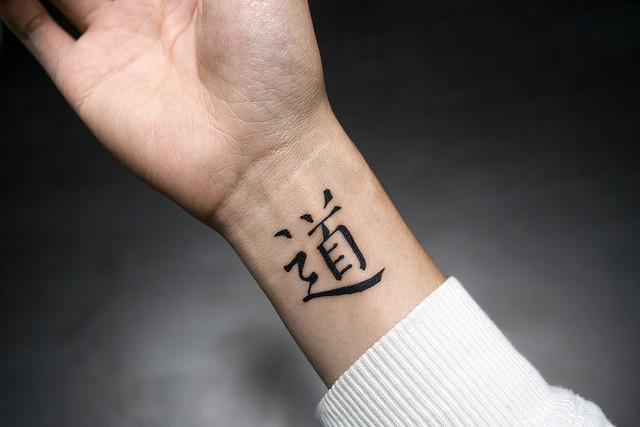 diseños de tatuajes japoneses, tatuajes con jeroglifos originales, pequeños tatuajes en la muñeca, diseños de tattoos
