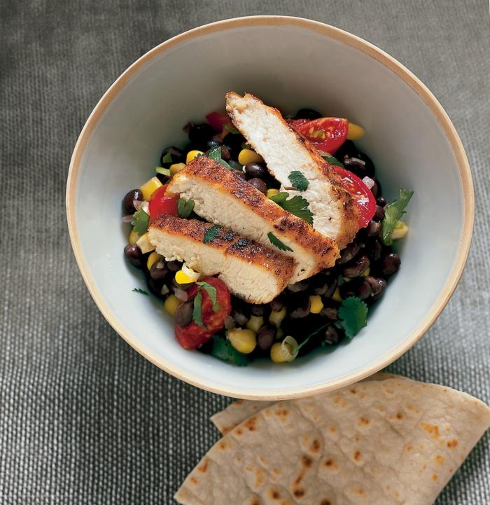 ideas de cenas sanas que no engorden ricas y fáciles de hacer, pollo al horno con verduras, ensaladas con pollo ricas