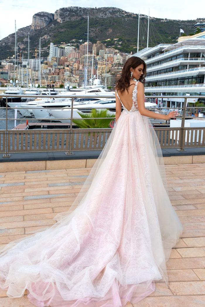 precioso vestido color rosado con falda de tul, vestido de novia princesa original, magníficos diseños de vestidos oficiales