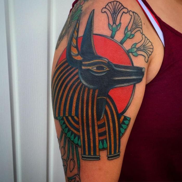 tatuajes egipcios con un significado especial en colores, las mejores propuestas de tattoos egipcios para hombres y mujeres