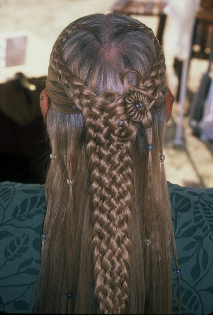 semirecogido trenzado con adornos en el pelo, propuestas de peinados medievales mujer en 75 imagines, peinados pelo largo