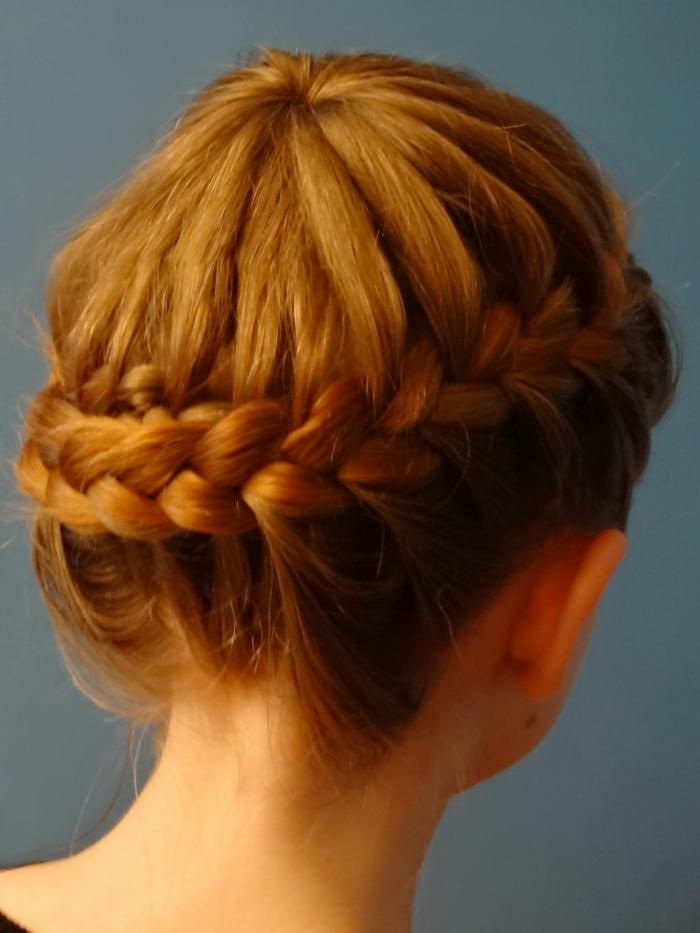 precioso recogido con trenzas, las mejores propuestas de peinados medievales media melena, trenza francesa lateral