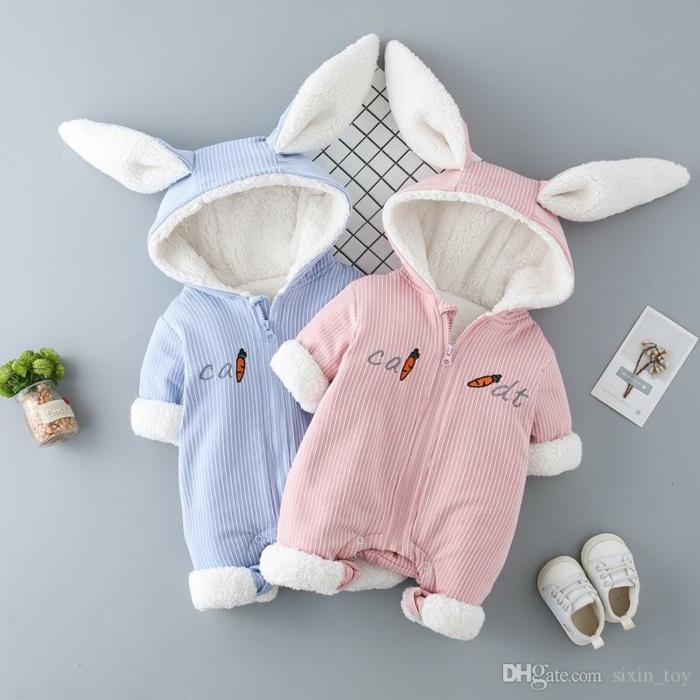 super simpáticas ideas de regalos para recien nacidos, monos para bebés tipo conejo, monos en color rosado y azul