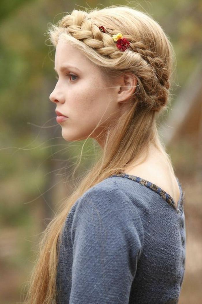 románticas y bonitas propuestas de peinados medievales para mujeres con pelo largo, peinado pelo largo con trenzas
